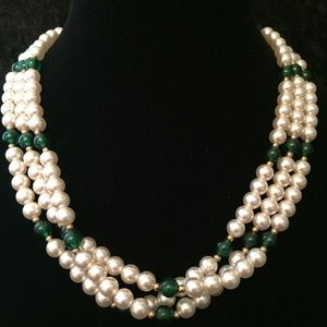 Jewelry - Faux Pearl & Green Bead Necklace W003